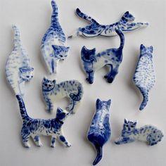 "1,748 Likes, 28 Comments - Ярмарка Мастеров: handmade,арт (@livemaster_ru) on Instagram: ""Милые фарфоровые брошки от Harriet Damave #cute #handmade #porcelain #brooch #cat #handmade #брошь…"""