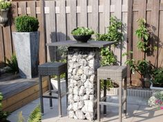 Tuin-Steen.nl - Statafel - steenkorf gevuld met Ardenner breuksteen
