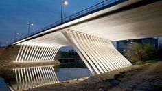 Le pont de la République à Montpellier ouvert aux piétons et aux vélos Landscape Structure, Languedoc Roussillon, Bridge Design, Pedestrian Bridge, Light Architecture, Environmental Design, Construction, Landscape Lighting, Urban Design