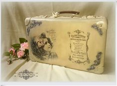Декупаж старых чемоданов Barbara Zernek Vintage Crafts, Shabby Vintage, Upcycled Vintage, Vintage Suitcases, Vintage Luggage, Shabby Chic Cottage, Shabby Chic Decor, Craft Items, Craft Gifts