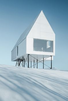 """The """"High House"""" Is an Elevated Oasis in Quebec"""