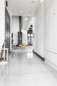 Kannustalo Pohjanmaa. Eteisen lattiassa Res-Cover beton kiiltävä K60x60. #pukkilalaatat #pukkila Divider, Decoration, Interior, Room, Furniture, Home Decor, Decor, Bedroom, Decoration Home