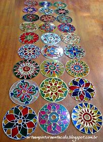 Recycled Cd Crafts, Old Cd Crafts, Diy Arts And Crafts, Crafts To Make, Easy Crafts, Recycled Glass, Cd Mosaic, Mosaic Mirrors, Cd Recycle