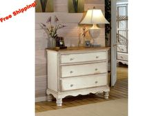 1172 Wilshire Bedside Chest