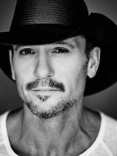 Cute Country Boys, Country Men, Tim Mcgraw Faith Hill, Mc G, Country Music Stars, Celebrity Portraits, Country Artists, Cool Countries, Gorgeous Men