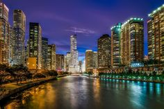 Planning a trip to Chicago? Find out why winter is the best time to visit Chicago. Explore the city on a budget by using the Chicago CityPASS. Moving To Chicago, Chicago Map, Visit Chicago, Chicago River, Chicago Illinois, Chicago Vacation, Chicago Hotels, Chicago Skyline, Volkswagen