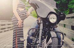 Maternity. Pregnancy. Love. Hand. Harley Davidson. Biker.  Daddy's little girl. Bridge. Sunny. Light. Outdoor. Photo shoot.  Maternité.  Grossesse. Amour. Mains.  Petite fille à papa. Moto. Motard. Lumière. pont. Extérieur