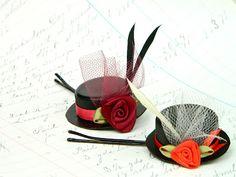 Use your old bottle caps to create these tiny hat hair pins - Utilizando tapas viejas de gaseosa puedes crear estas pinzas para el cabello en forma de sombreritos diy crafts, mark montano, hat hair, victorian hats, top hats, derby hats, hair accessories, tini hat, old bottles