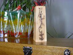 Cedar Vase Cedar Vase by FrillsElectricWood on Etsy Source by anitatayson. Wood Projects For Kids, Kids Wood, Projects To Try, Wood Panneling, Lichtenberg Figures, Wood Backsplash, Wood Pergola, Wood Bedroom, Wood Crates