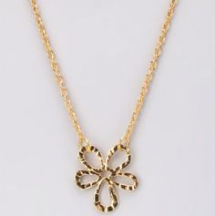 Gold Flower Pendant Neclace. I WANT THIIIIS