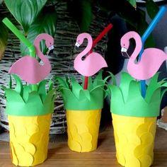 Activité manuelle pour décorer des gobelets en ananas Deco, Diy For Kids, Diy Tutorial, Flamingo, About Me Blog, Tropical, Animation, Activities, Pattern