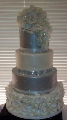 Glitter wedding cakes - idea in 2017 Bling Wedding Cakes, Bling Cakes, Elegant Wedding Cakes, Beautiful Wedding Cakes, Gorgeous Cakes, Wedding Cake Designs, Fancy Cakes, Pretty Cakes, Trendy Wedding