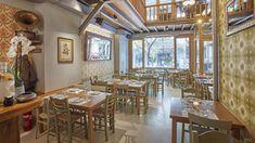 Στο ρυθμό των κυριακάτικων live μπαίνει το ατμοσφαιρικό εστιατόριο του Κολωνακίου. Table Settings, Restaurant, Bar, Places, Furniture, Home Decor, Decoration Home, Room Decor, Diner Restaurant