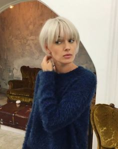 Sweet Hairstyles: Triple Twists and Messy Ribs - short-hair-styles - Short Hair With Bangs, Haircuts With Bangs, Short Hair Styles, Short Bob With Fringe, Short Bob Bangs, Short Undercut, Short Pixie, Cute Short Hair, Blonde Bob With Fringe