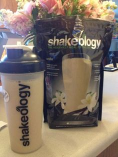 Committed to Get Fit: My Favorite Vanilla Shakeology Recipes. How to keep it from tasting chalky , here's some GREAT vanilla recipes! Shakeology Shakes, Beachbody Shakeology, Vanilla Shakeology, Smoothie Proteine, Smoothie Recipes, Juice Recipes, Healthy Smoothies, Healthy Drinks, Yummy Drinks
