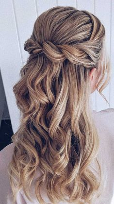 Having a rustic wedding theme? And a bit confused on what hairstyle you should go with your rustic wedding–then look no further. We've rounded up. wedding hairstyles 43 Gorgeous Half Up Half Down Hairstyles Wedding Hair Half, Wedding Hairstyles Half Up Half Down, Best Wedding Hairstyles, Wedding Hair And Makeup, Half Up Half Down Bridal Hair, Bridesmaid Hair Half Up Long, Hair Down Hairstyles, Gorgeous Hairstyles, Hairstyle Braid