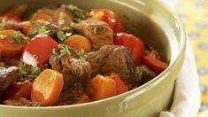 Paprikainen lihapata valmistuu helposti, sillä se hautuu itsekseen uunissa tai liedellä meheväksi. Pot Roast, Stew, Slow Cooker, Food And Drink, Meat, Cooking, Ethnic Recipes, Koti, Carne Asada