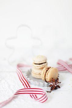 beautiful holiday macarons #holidayentertaining Cake Photography, Food Photography Styling, Winter Photography, Photography Ideas, Food Styling, Honey Chocolate, French Macaroons, Christmas Food Photography, Petit Macaron