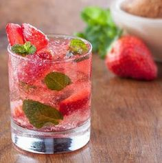 When it comes to different types of the cocktail, a mojito is one of the most perfect cocktail. However, if you know what is Mojito drink clearly. Refreshing Summer Cocktails, Summer Drinks, Cocktail Drinks, Cocktail Recipes, Mojito Drink, Beste Cocktails, Strawberry Mojito, Flower Food, Drink Recipes