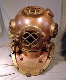 US Navy Mar V Diving Helmet Morse Diving Company - This helmet was the only thing keeping an ancient diver from suffocating underwater. Hopefully it is sealed tight!