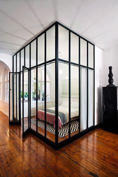 DECO Home : Longmarket loft interior style Estilo Interior, Interior Styling, Interior Design, New York Apartments, Small Apartments, Loft Interiors, Interior Windows, Glass Partition, Red Walls