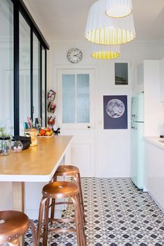 Home sweet home! Perfect Kitchen - love the tiles, the breakfast bar, the smeg fridge and the pendants! Home Interior, Kitchen Interior, New Kitchen, Kitchen Decor, Interior Design, Kitchen Tiles, Mini Kitchen, Vintage Kitchen, Bright Kitchens