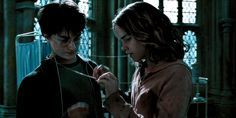 Harry Potter Gif, Images Harry Potter, Mundo Harry Potter, Harry Potter Wallpaper, Harry Potter Characters, Harry Potter Universal, Hogwarts, Harry And Hermione Fanfiction, Gifs