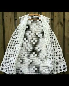 Crochet Bolero Pattern, Crochet Stitches Patterns, Baby Knitting Patterns, Knitting Designs, Diy Crafts Crochet, Crochet Summer Tops, Filet Crochet, Crochet Clothes, Crochet Vest Pattern