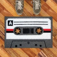Hey, looks like there's finally another use for the cassette tape. With the cassette tape doormat you and your guests will be able to wipe your shoes on a novelty rug whose retro design is sure to bring back fond memories of a simpler time. Cool Stuff, Awesome Things, Ikea Shop, Casa Hipster, Retro Chic, Retro Vintage, Cool Doormats, Welcome Mats, Cool Gadgets