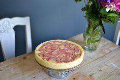 Flädercheesecake med jordgubbsmönster av Jess Karlsson