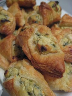 Recipe | Cheese & Spinach Puffs ~ These cheesy spinach pies can be served as a side dish along with your main course, or before the meal as a delicious appetizer. When I'm in a vegetarian mood, I enjoy leftover puffs for lunch. They're that good! Finger Food Appetizers, Yummy Appetizers, Appetizers For Party, Appetizer Dips, Finger Foods, Appetizer Recipes, Spinach Appetizers, Spinach Puffs Recipe, Spinach Pie