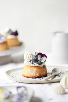 Lemon Curd, Blueberry and Almond Teacakes – The Polka Dotter Lemon curd blueberry and almond tea cakes – beautiful dessert styling Tea Cakes, Food Cakes, Mini Cakes, Mini Desserts, Just Desserts, Delicious Desserts, Spring Desserts, Gourmet Desserts, Sweet Recipes