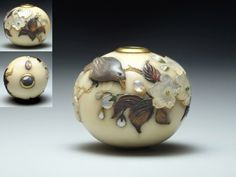 Ojime Shibayama, 19th century. Signed. It represents a bird perched on the branches of a cherry blossom Inlaid mother of pearl, amber, green jade etc .. the himotoshi protected with a gold ring. Possibly the best ojime Shibayama That exists. Berna collection.