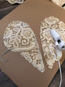 DIY Angel Wings - The Shabby Tree Dollar Tree Crafts, Fall Crafts, Holiday Crafts, Christmas Angel Ornaments, Christmas Crafts, Diy Angel Wings, Shabby Chic Angel Wings, Wings Diy, Diy Angels