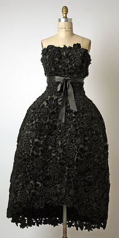 Dress, Evening  House of Givenchy  (French, founded 1952)  Designer: Hubert de Givenchy (French, born Beauvais, 1927) Date: ca. 1956 Culture: French Medium: silk