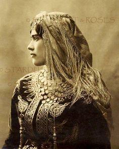 My Bohemian History - gypsy/romani Vintage Gypsy, Vintage Beauty, Vintage Woman, Des Femmes D Gitanes, Cultura Judaica, Jewish Girl, Gypsy Women, Gypsy Life, Gypsy Style