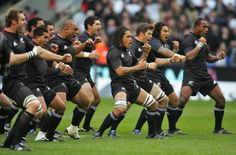 No All black's rugby game would be complete without trying to terrorise the opposition with the Haka (traditional Maori war dance) Rugby Time, Afc Football, New Zealand Rugby, All Blacks Rugby, Kiwiana, Rugby Players, All Black Everything, Thinspiration, One Team