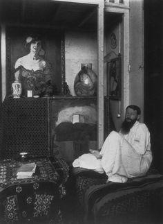 Kees Van Dongen in his studio 6 Saulnier street in Paris (1910).