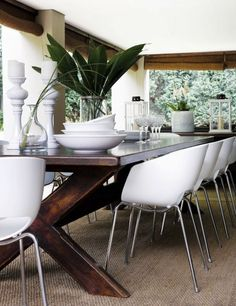 Dining room chairs are an essential element of your dining space. When it comes to comfort, upholstered dining room chairs are the ones. Dining Table Chairs, Wood Table, Dining Rooms, Wooden Dining Table Modern, Table Legs, Kitchen On A Budget, Kitchen Dining, Dark Table, Piece A Vivre
