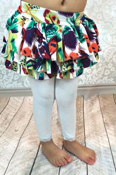 How to Add Ruffles to Leggings - step by step Photo tutorial - Bildanleitung Kids Clothes Patterns, Sewing Patterns Free, Sewing Tutorials, Clothing Patterns, Sewing Tips, Clothing Ideas, Kids Clothing, Baby Sewing Projects, Sewing For Kids