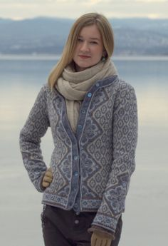 The Aran Sweater Market produces some of the most beautiful cardigans and cable knit coats. With super fast worldwide shipping and an array or sizes and colors you are sure to find the perfect cardigan for yourself this season Knitted Jackets Women, Cardigans For Women, Women's Cardigans, Jumper Patterns, Sweater Knitting Patterns, Mode Crochet, Hand Knitted Sweaters, Irish Sweaters, Sweater Shop