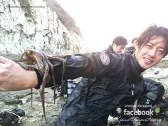 It's been recently reported by the korean media that kim hyun joong went scuba diving with his older brother.