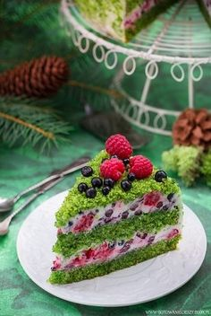 Forest Moss - recipe - I cook because I like Gentilly Cake Recipe, Moss Cake, Spinach Cake, Sweet Recipes, Cake Recipes, Delicious Desserts, Yummy Food, Cupcake Cakes, Cupcakes