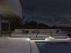 salon de jardin lounge à éclairage LED intégré près de la piscine