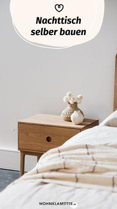 Ein eigenes Möbelstück anzufertigen, das klingt anfangs ziemlich schwierig. Mit der richtigen Anleitung und ein paar praktischen Tipps kannst Du Deine eigenen Ideen leichter umsetzen, als Du glaubst. Wir zeigen Dir, was Du alles brauchst, um mit Deinem ersten Projekt loslegen zu können. Nightstand, Furniture, Home Decor, Wood Slab, Room Interior Design, Couple, Home Decor Accessories, Bedroom, Decoration Home
