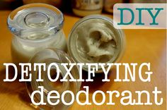 This DIY All-Natural Detoxifying Deodorant not only stops odor naturally, but it also contains bentonite clay to draw impurities from the skin! Homemade Deodorant, Natural Deodorant, Benefits Of Coconut Oil, Coconut Oil For Skin, Natural Teeth Whitening, Skin Whitening, Best Essential Oils, Homemade Beauty Products, Salud