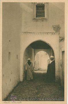 ARCILA ARZILA PROTECTORADO ESPAÑOL MARRUECOS VISTA DE UNA CALLE AÑO 1940 SELLO COLONIAL DE LA EPOCA - Foto 1
