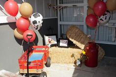 love this entrance way set up for a Jessie party