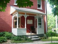 Dubuque (IA) The Solon Langworthy House Bed And Breakfast United States, North America Stop at The Solon Langworthy House Bed And Breakfast to discover the wonders of Dubuque (IA). Featuring a complete list of amenities, guests will find their stay at the property a comfortable one. Service-minded staff will welcome and guide you at the The Solon Langworthy House Bed And Breakfast. Each guestroom is elegantly furnished and equipped with handy amenities. The hotel offers variou...