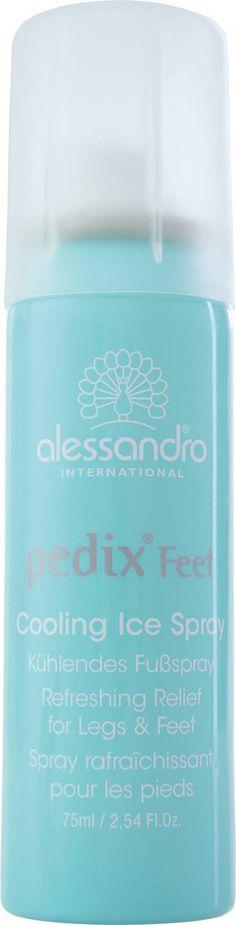 1 van de producten die in de Wedding Beauty Box zit is de Alessandro Pedix Cooling Ice Spray.  De revitaliserende verzorgingsspray helpt tegen zware benen en brandende voeten. Met etherische pepermuntolie ter stimulering van de doorbloeding en voor frisse verkoeling tussendoor.  Echt een MUST als je op een hete zomerdag gaat trouwen, maar ook als je vermoeide voeten hebt na je fantastische knalfeest! En...uiteraard kun je de voeten van je echtgeno(o)t(e) ook even verzorgen…